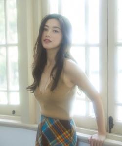 朱珠格纹裙性感优雅写真图片