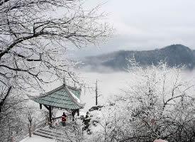 白茫茫的峨眉山雪景图片