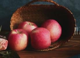 一组红红的大苹果图片欣赏
