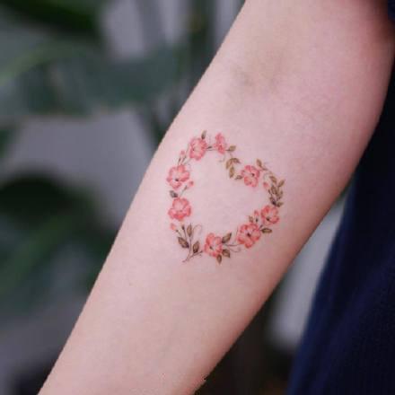 点击大图看下一张:一组小清新手臂纹身图案欣赏