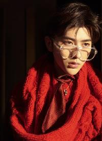 蔡徐坤登上《时尚先生》杂志封面,诠释百变风格