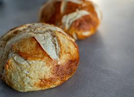 香味浓烈的烤面包图片