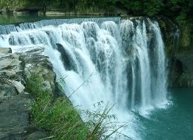 一组气势磅礴的瀑布风景图片