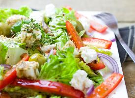 色彩斑斓的蔬菜沙拉图片