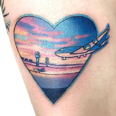 点击大图看下一张:一组手臂上彩色爱心纹身图案