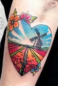 一组手臂上彩色爱心纹身图案