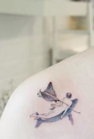 一组小清新女生背部纹身图案