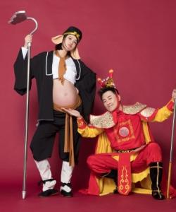 林峯张馨月一家孕期创意温馨幸福写真图片
