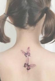 一组小清新女生背部纹身也很美