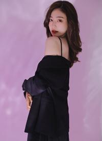极品美女丝绸吊带妩媚性感写真图片