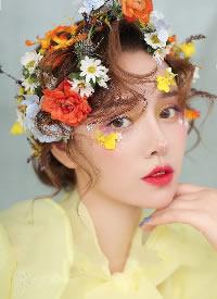 一组色彩明丽的鲜花造型图片