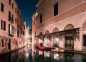 夜晚的威尼斯风光图片