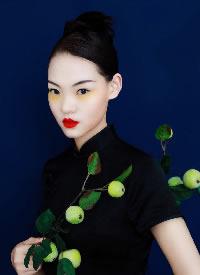 一组高冷气质的新中式女生发型图片