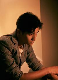 明星李子峰格纹西装绅士帅气写真