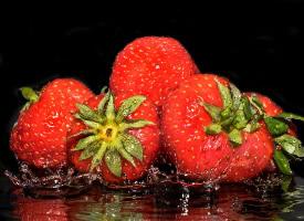 营养丰富的草莓图片