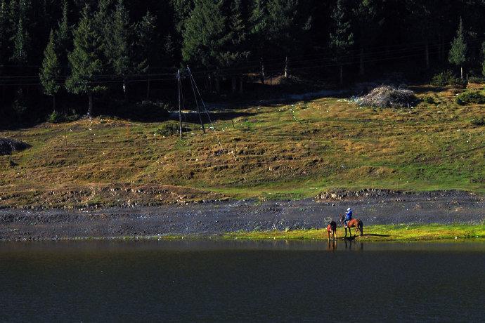 点击大图看下一张:乌鲁木齐天山大峡谷,这里藏着最美的田园牧歌