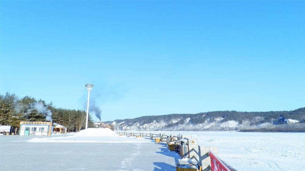 点击大图看下一张:一组北极村雪景风光图片