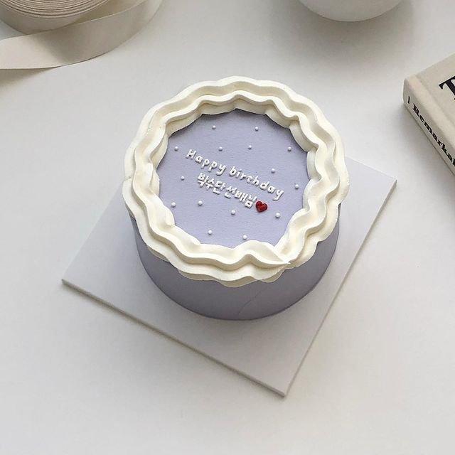 点击大图看下一张:素雅简约款蛋糕造型