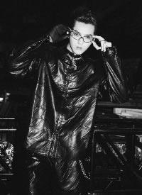 吴亦凡酷黑夹克写真图片