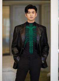 张云龙黑色皮衣酷帅写真图片