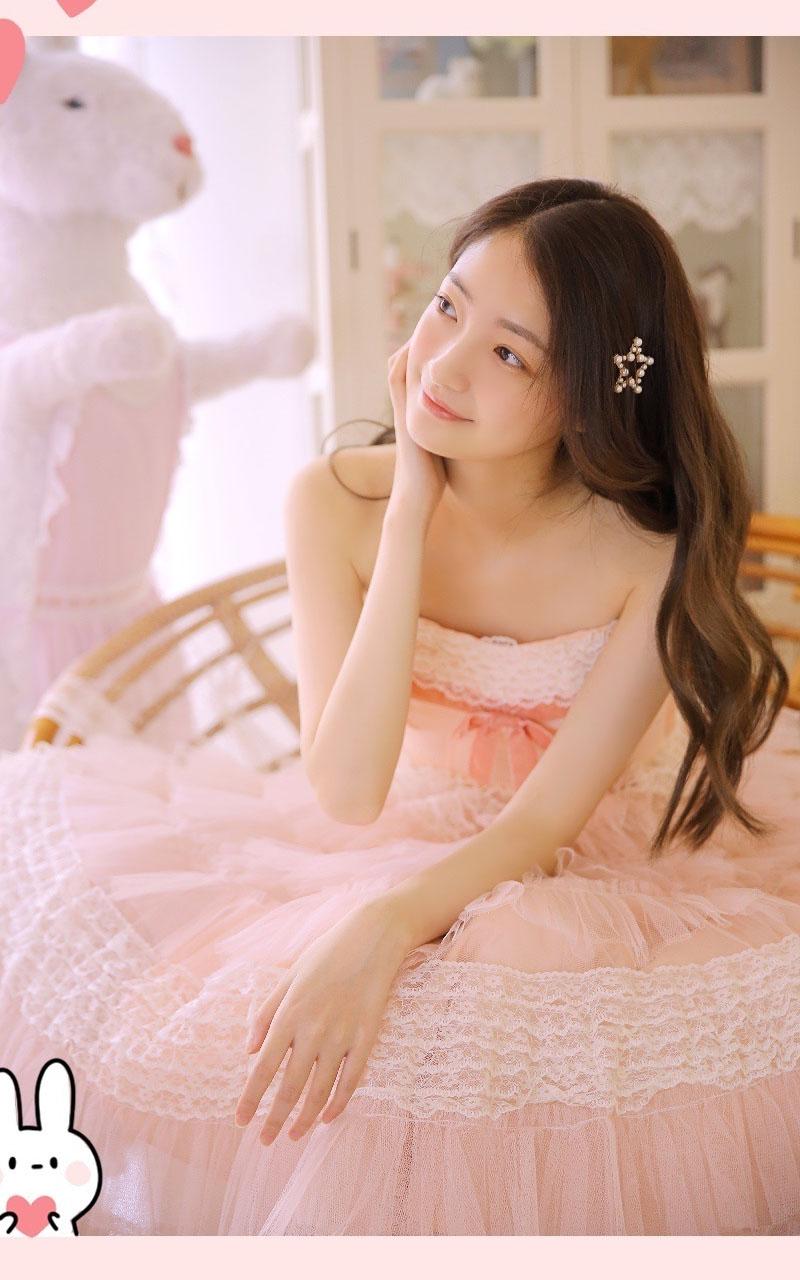 点击大图看下一张:粉色纱裙美女唯美写真图片
