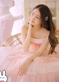 粉色纱裙美女唯美写真图片