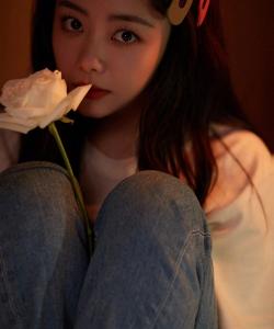 谭松韵温馨文艺风写真图片