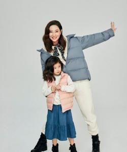 郑希怡携女儿温馨有爱写真图片