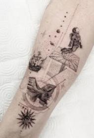 一组小巧而有设计感的线条纹身图片