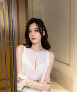 汤晶媚曼妙白裙淡雅写真图片