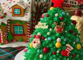 一组超级可爱的圣诞奶油蛋糕