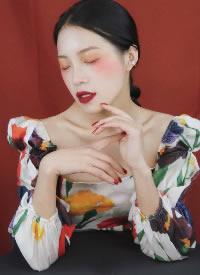 一组复古简约的女生妆容发型图片