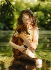 一组人与动物和谐相处的图片