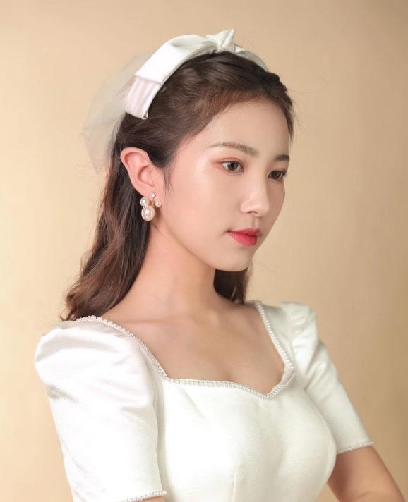 点击大图看下一张:一组韩系新娘造型图片