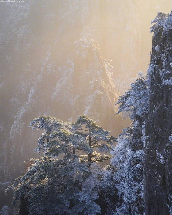 点击大图看下一张:一组绝美的黄山雪景图片
