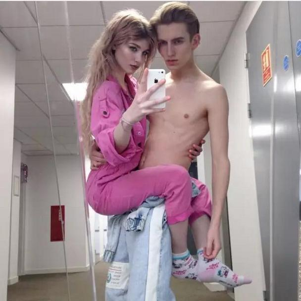超甜美幸福的欧美情侣微信头像图片