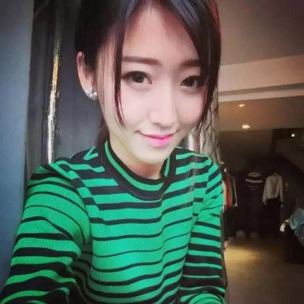 高颜值清纯靓丽女生微博自拍头像图片