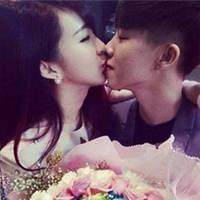 甜蜜幸福的qq情侣接吻头像图片