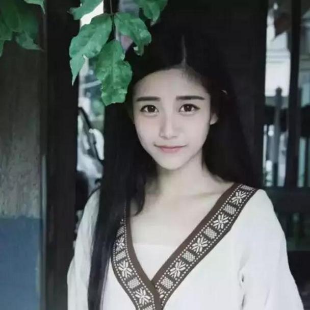 白净清纯森系女生微信唯美头像图片