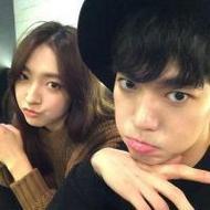喜欢自拍的韩系非主流情侣qq头像图片