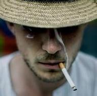 吸烟的欧美男生伤感qq意境头像图片