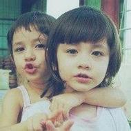 欧美小孩子亲吻和拥抱qq情侣头像图片