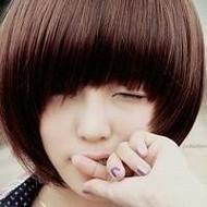 萌妹子短发女生自拍微信头像图片