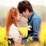 摄影花海中恩爱的情侣qq头像图片