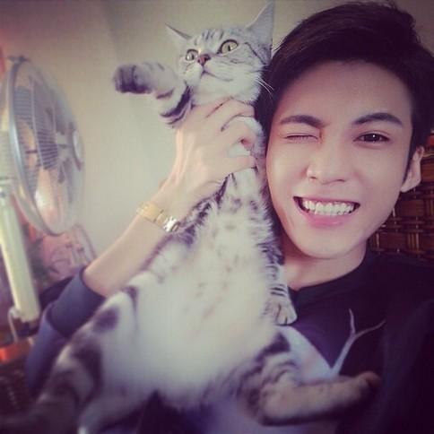 帅气男生与猫咪动物自拍qq头像图片