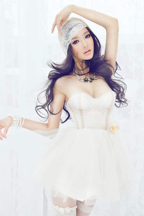 点击大图看下一张:李颖芝性感写真图片 上演《公主的诱惑》