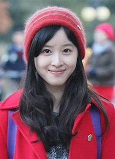 奶茶妹妹章澤天生活照 戀情甜蜜低頭淺笑