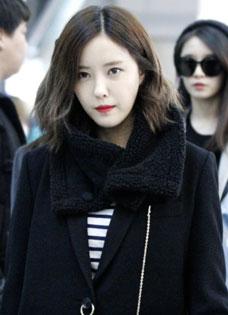 时尚女王Tara成员朴孝敏 气质大衣引领机场时尚