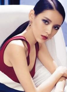 张予曦最新时装写真 魅惑妆容一改往日清纯