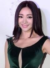 倪妮张嘉倪优雅助阵婚纱秀 不敌柳岩性感抢镜